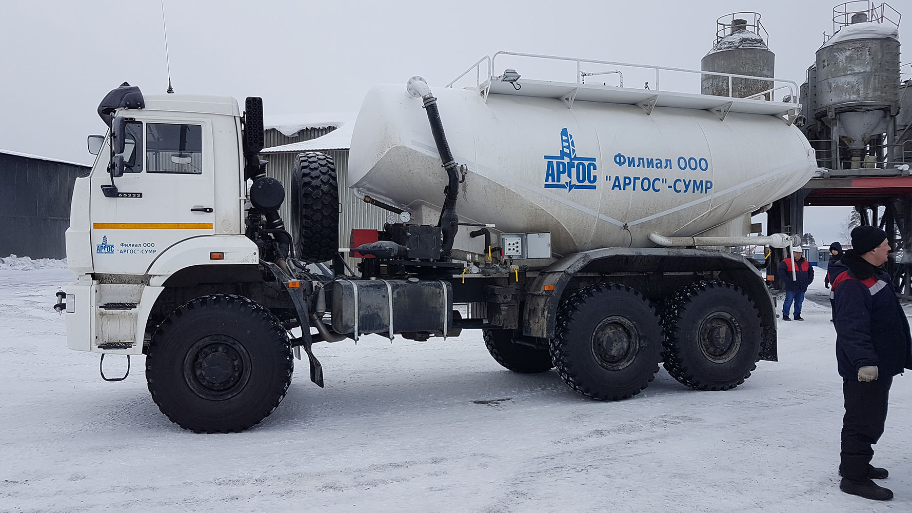 four wheel drive cement truck acv-17r1 in conditions of severe north weather